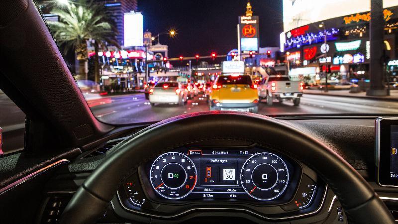 Audi komunikuje siê z sygnalizacj± uliczn±. Na razie tylko Audi A4 i Q7 i tylko w Las Vegas, ale pocz±tki zawsze s± trudne